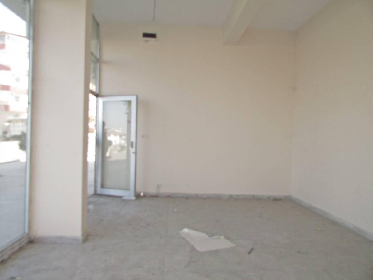 SR EMLAK'TAN TANDOĞAN MAH'DE 30 m² ULAŞIMA YAKIN  SATILIK DÜKKAN