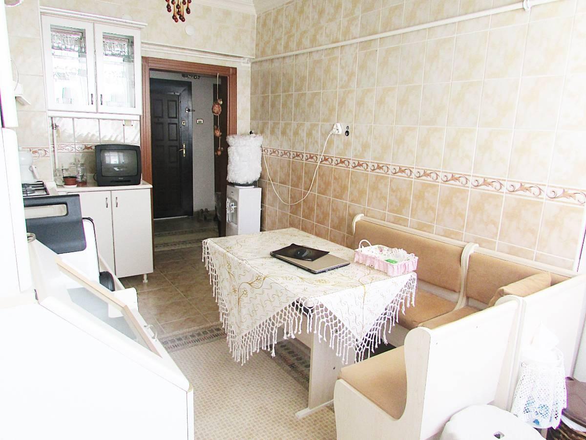 SR EMLAK'TAN AKŞEMSETTİN MAH'DE 3+1 110 m²  ARA KATTA ÖN CEPHE ULAŞIMA YAKIN DAİRE