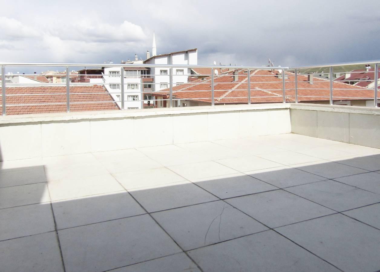 SR EMLAK'TAN İSTASYON MAH'DE 4+1 230 m² ULAŞIMA YAKIN YAPILI TERAS DAİRE