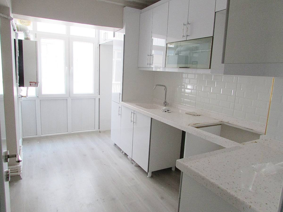 SR EMLAK'TAN İSTASYON MAH'DE 3+1 120 m²  ARA KATTA ÖN CEPHE  DAİRE