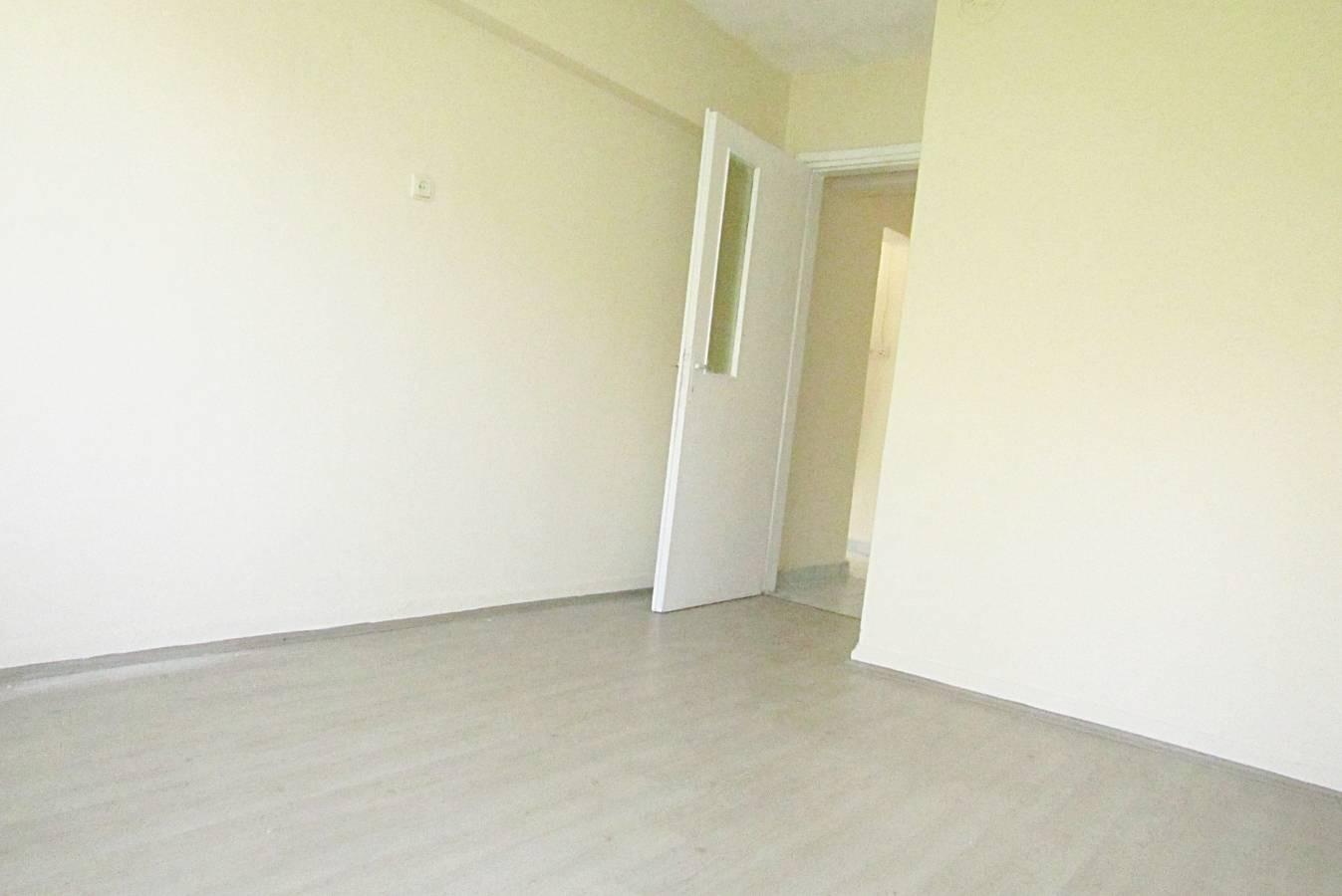 SR EMLAK'TAN İSTASYON MAH'DE 3+1 110 m² TRENE YAKIN  KATTA   DAİRE