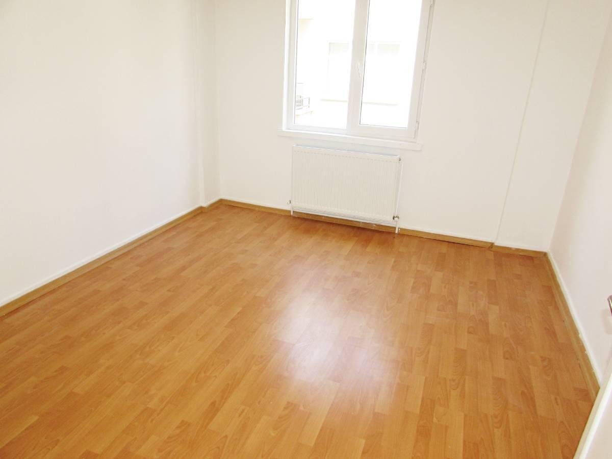 SR EMLAK'TAN ATATÜRK MAH'DE 3+1 115 m² ARA KATTA ULAŞIMA YAKIN DAİRE