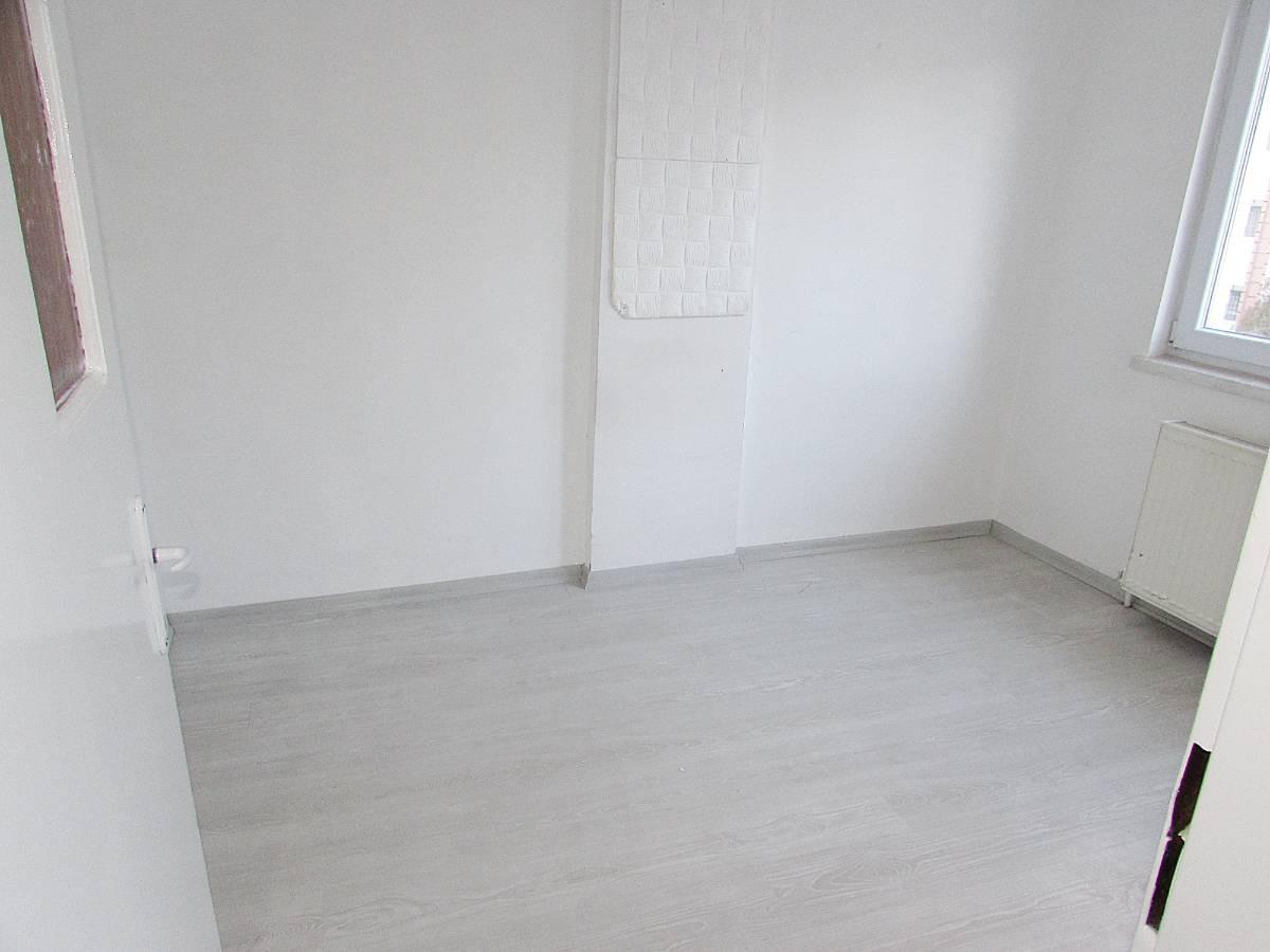 SR EMLAK'TAN M.ÇAKMAK MAH'DE 3+1 105m² ARA KATTA ÖN CEPHE  MANTOLAMALI DAİRE