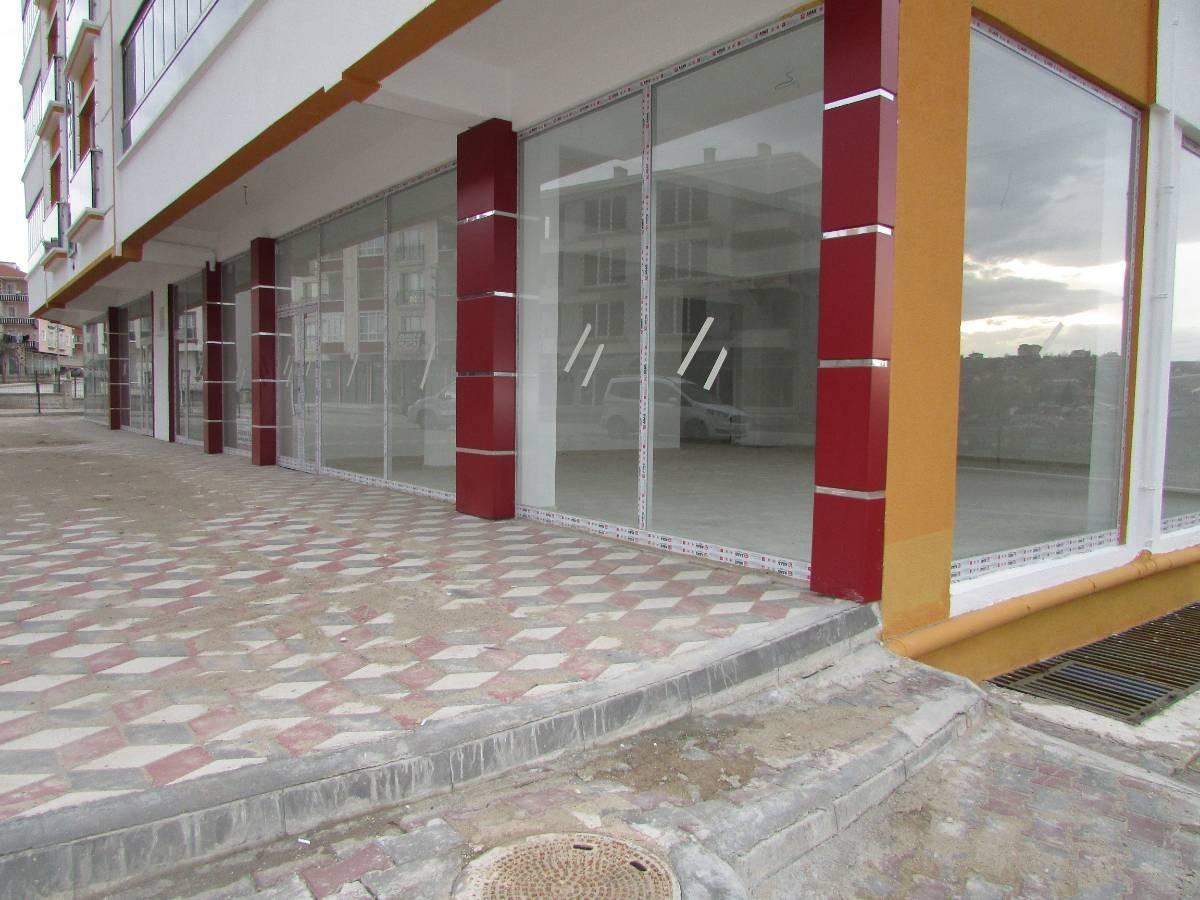 SR EMLAK'TAN MALAZGİRT  MAH'DE  410 m²  ULAŞIMA YAKIN KÖŞE BAŞI KİRALIK DÜKKAN