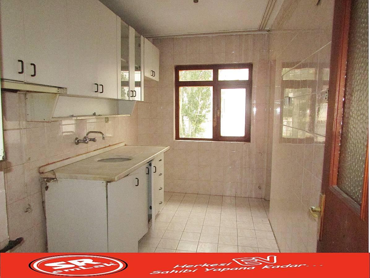 SR EMLAK'TAN İSTASYON MAH'DE 2+1 80 m² KATTA BAĞIMSIZ ULAŞIMA YAKIN DAİRE