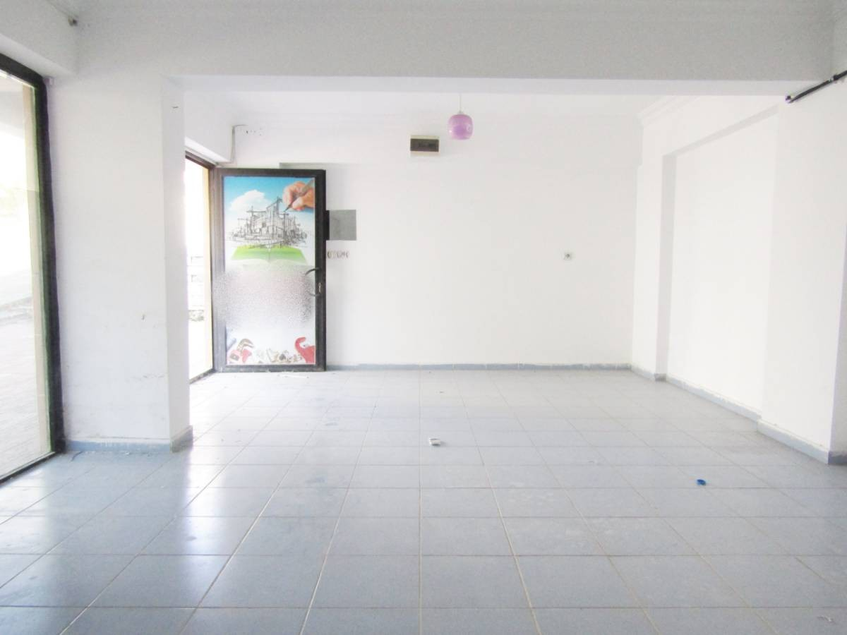 SR EMLAK'TAN PİYADE MAH'DE 40 m² ULAŞIMA YAKIN DÜKKAN
