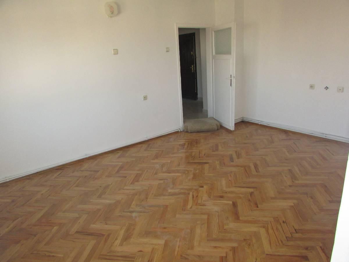 SR EMLAK'TAN PLEVNE MAH'DE 3+1 110 m² KATTA MANTOLAMALI DAİRE