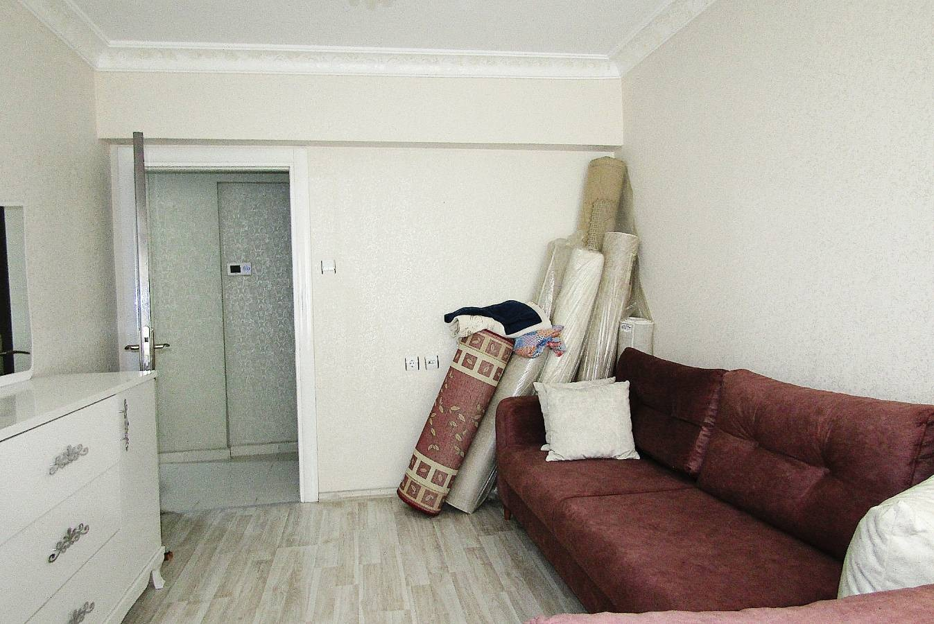 SR EMLAK'TAN TOPÇU MAH'DE 3+1 110m² CADDE ÜZERİNDE YAPILI DAİRE
