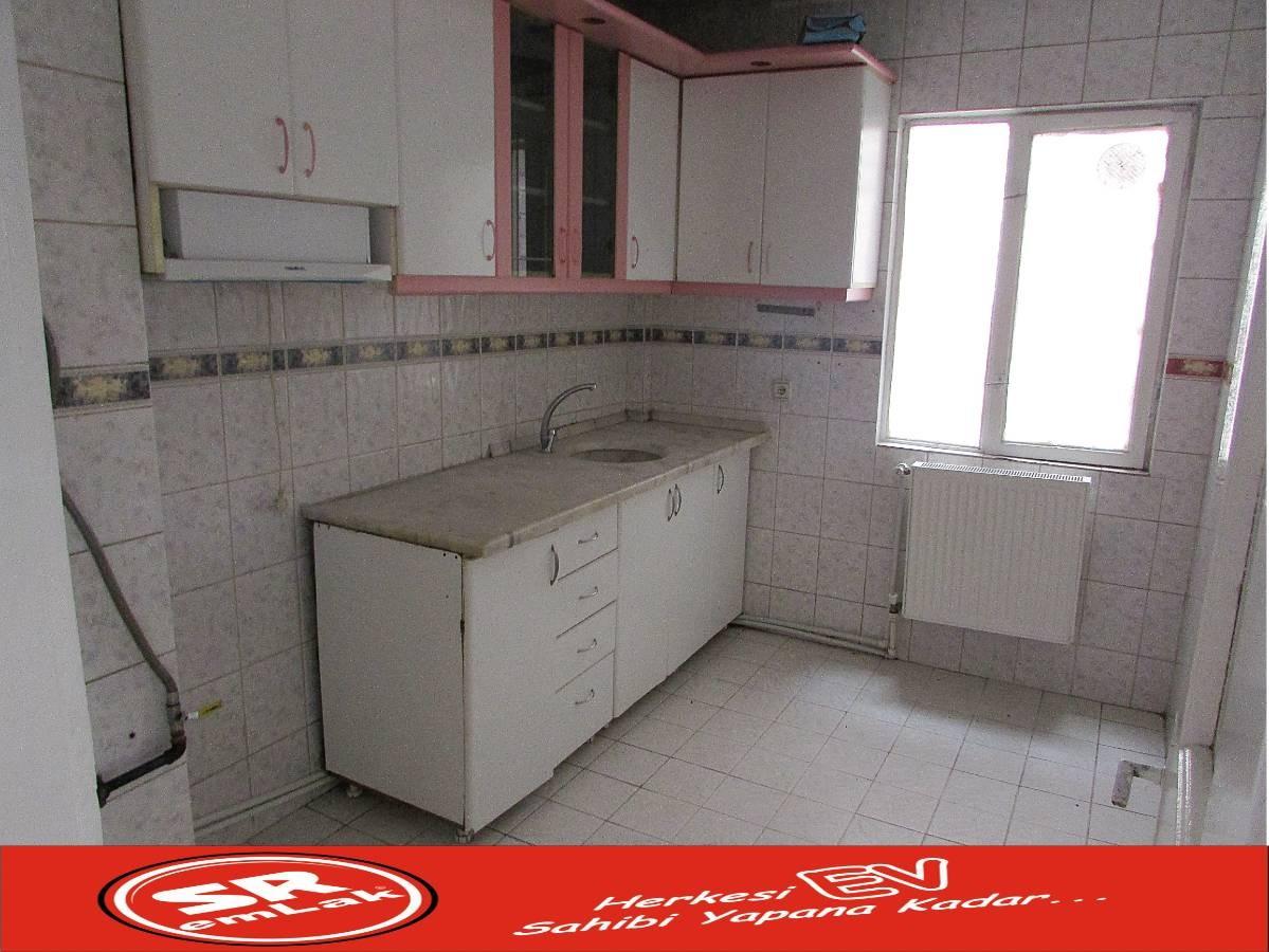 SR EMLAK'TAN AKŞEMSETTİN MAH'DE 3+1 110 m² ARA  KATTA ÖN CEPHE DAİRE