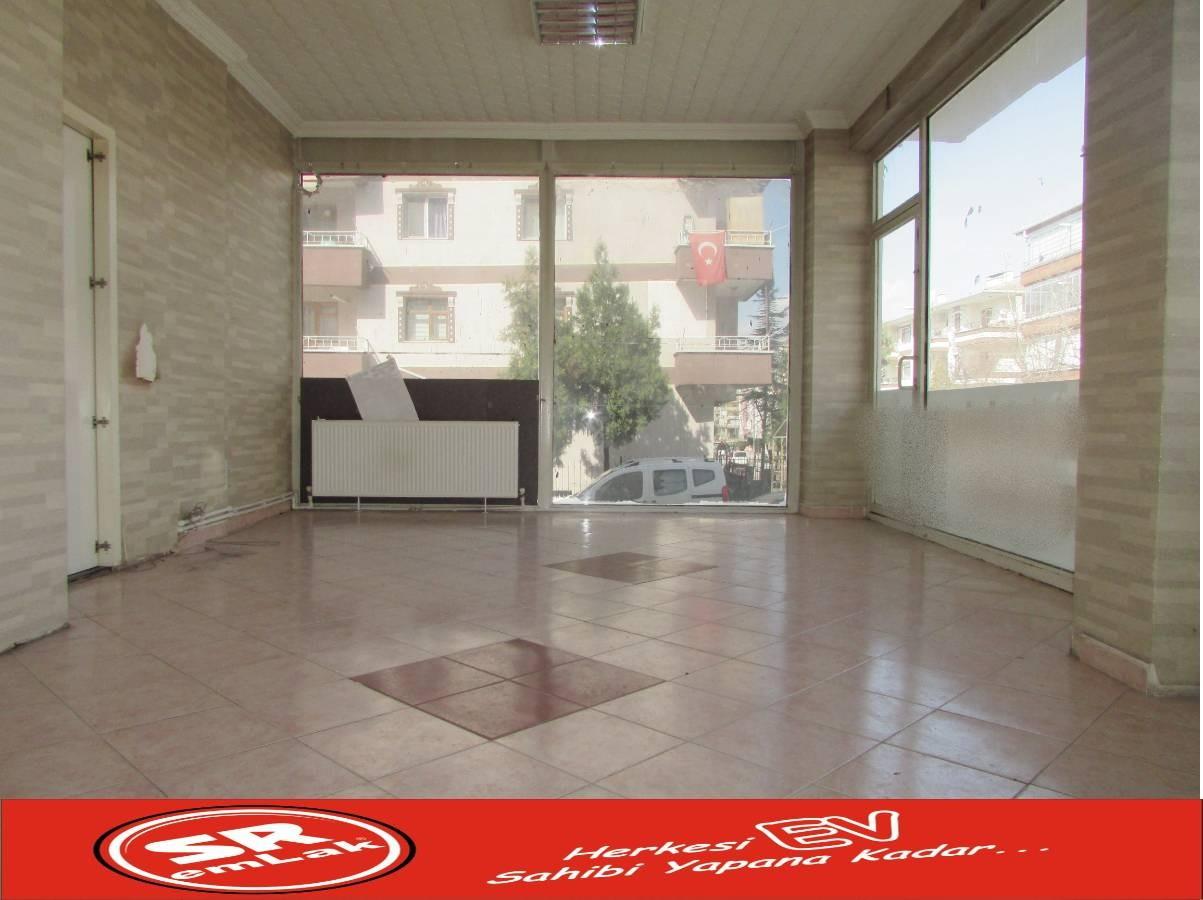 SR EMLAK'TAN PINARBAŞI MAH'DE 45 m² ULAŞIMA YAKIN  DÜKKAN