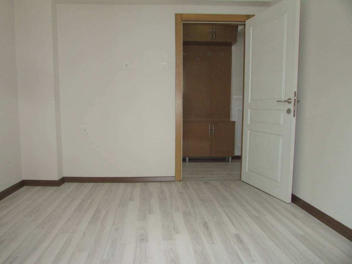 SR EMLAK'TAN ATATÜRK MAHALLESİN'DE 3+1 120 m² BAĞIMSIZ YAPILI ÖN CEPHE DAİRE