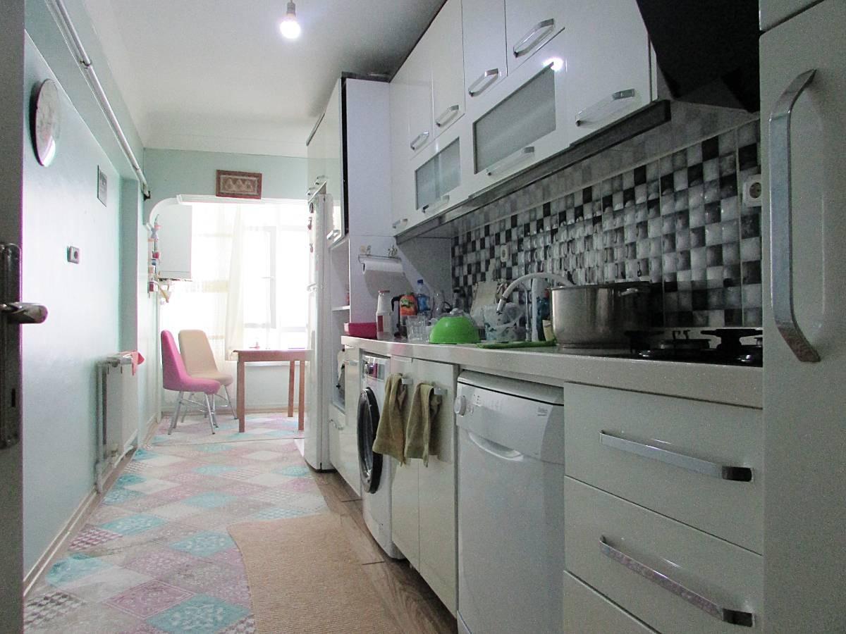 SR EMLAK'TAN İSTASYON MAH'DE 3+1 120 m² ARA KATTA TRENE YAKIN MANTOLAMALI DAİRE