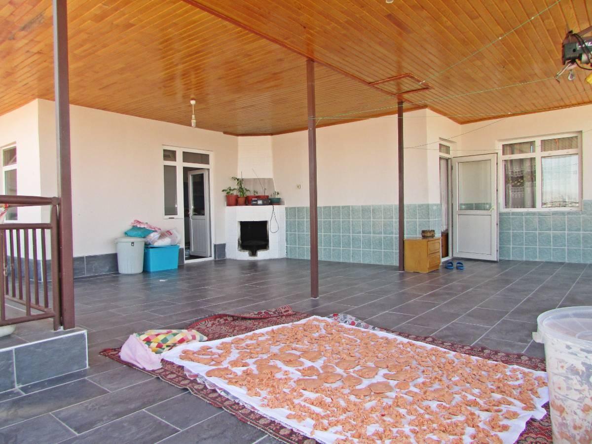 SR EMLAK'TAN MALAZGİRT MAHALLESİN'DE 4+1 250 m² ULAŞIMA YAKIN TERAS