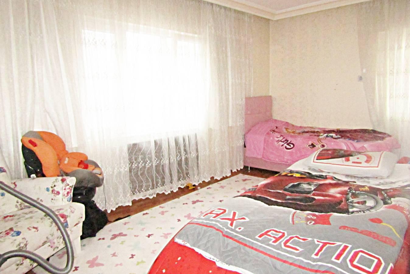 SR EMLAK'TAN PİYADE MAH'DE 3+1 130 m²  BAĞIMSIZ YAPILI ARA KATTA CADDEYE YAKIN DAİRE