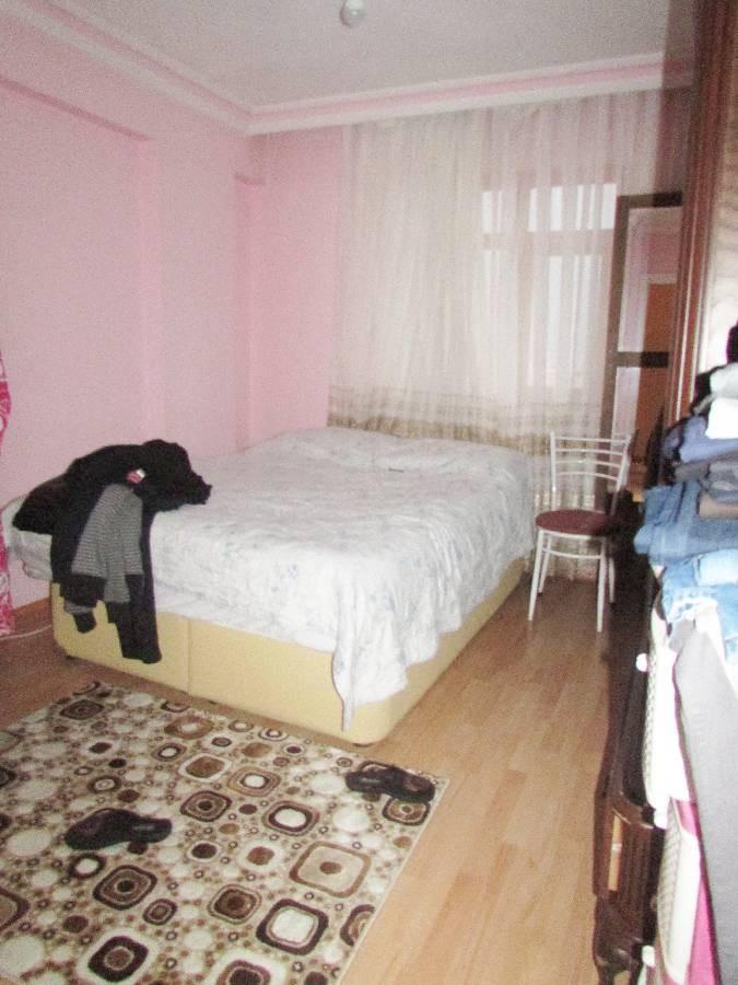 SR EMLAK'TAN MALAZGİRT MAHALLESİN'DE 6+1 225 m² CADDEYE YAKIN DAİRE