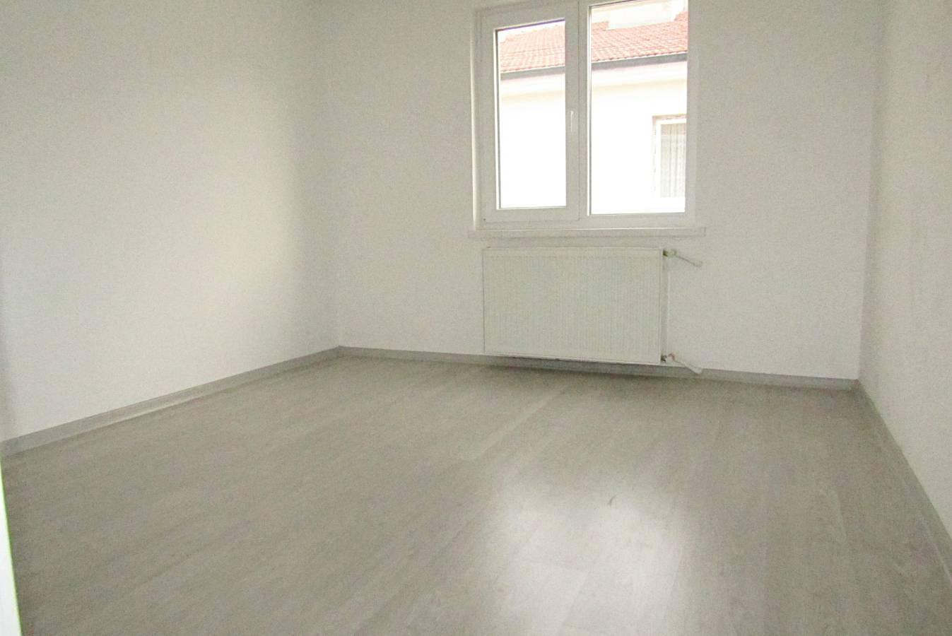 SR EMLAK'TAN ELVAN MAH'DE 3+1 100 m² ÖN CEPHE ULAŞIMA YAKIN KİRALIK DAİRE