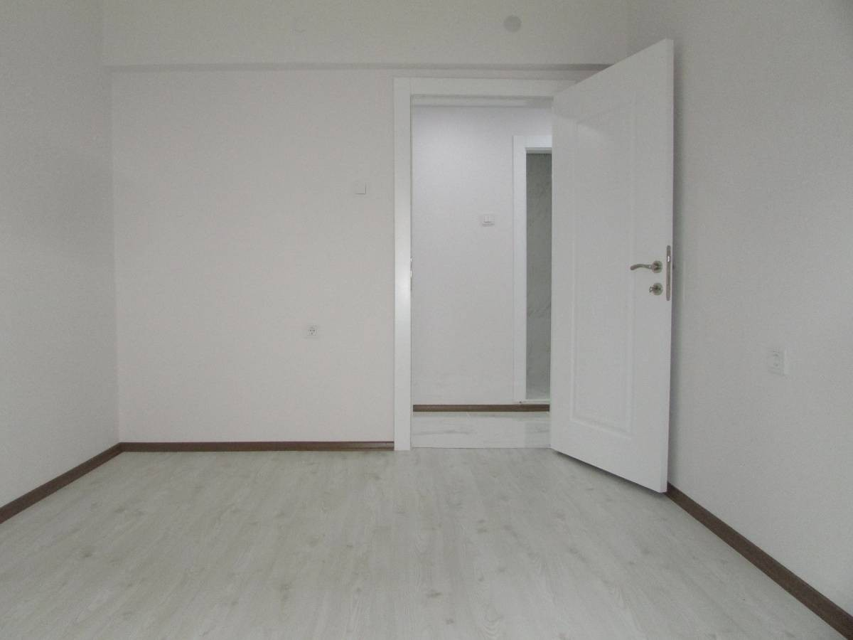 SR EMLAK'TAN OSMANLI MAH'DE 3+1 115 m² EBEVEYN BANYOLU MASRAFSIZ BAĞIMSIZ DAİRE