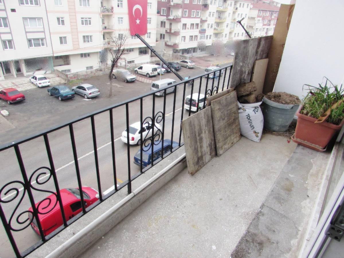 SR EMLAK'TAN M.ÇAKMAK MAH'DE 3+1 100m² TRENE YAKIN ÖN CEPHE DAİRE