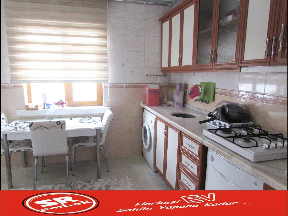 SR EMLAK'TAN İSTASYON MAH'DE 4+1 140 m² ARA KATTA ULAŞIMA YAKIN YAPILI DAİRE